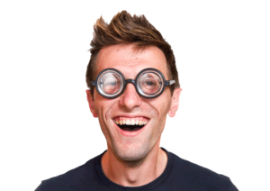 Nerd mit dickem Brillenglas